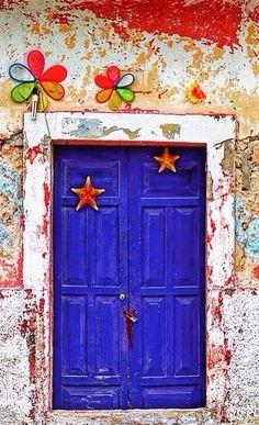 Telchac Puerto, Yucatán, Mexico What a great door # Puertas @ Muebles MEXICO