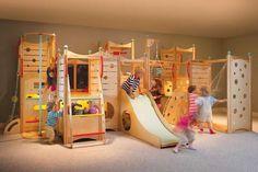 アスレチックのようなベッド一体型のウッドセットCedarWorks社のプレイベッド「Playbeds」などのプロダクトを紹介。子どものためのユニークでアスレチックなウッドファニチャーです。