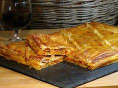 Empanada de pisto y atún, riquísima empanada tan fácil y rápida de preparar que será imprescindible para una comida informal, merienda, o, para llevárnosla en un día de campo. Receta en mi Blog: http://lacocinadelolidominguez.blogspot.com.es/2015/12/empanada-de-pisto-y-atun.html Videoreceta: https://www.youtube.com/watch?v=6x7ZKzU5HnA
