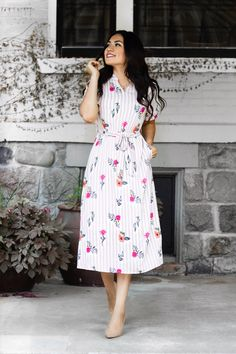 Stylish Women's Casual Inspiration Idea Small V-neckline stripe and fringes printing waistline design casual fashion classy vintage dress for ootd inspirations ideas of outfits. Modest Dresses, Modest Outfits, Casual Dresses, Floral Outfits, Summer Fashion Outfits, Modest Fashion, Jw Fashion, Spring Outfits, Mode Hijab
