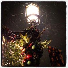 It's snowing in LA at Americana... pic.twitter.com/b4GBlBwd