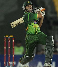 Shahid Afridi slaps one on his way to a half-century vs Sri Lanka, 2nd T20I, Hambantota 3 June 2012