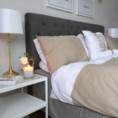 """""""I morse var det inte lätt att ta sig upp minsann!  Nybäddat med bästa sängkläderna från @beachhousecompany i nya färgen """"fold tan"""" Tycker beige och grått…"""""""