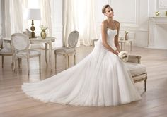 Pronovias presents the Orellana wedding dress. Glamour 2014. | Pronovias