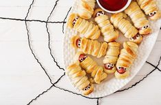 A little finger food for the Halloween celebration. Just wrap your favorite hotdog or sausage in the dough bake, and you have a treat every 'mummy' approves of. #halloweenfoodart #bentobox #lunchboxfoodart #lunchboxideas #kidslunchbox #halloweenlunch #rdapproved #kidsinthekitchen #foodstylist #healthymom #fitmom #healthandfitness #momhacks #healthandwellness #healthandnutrition #nutrition #healthymeals #healthymealplan #healthylife #fitnessfood #healthyeating