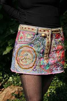 Wearable Embroidery Art on Denim Skirt Bohemian Style, Boho Chic, Kleidung Design, Estilo Hippie, Diy Vetement, Mode Jeans, Diy Fashion, Womens Fashion, Inspiration Mode