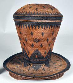 Africa | Lidded basket from the Kimbundu people of Angola | Natural fiber