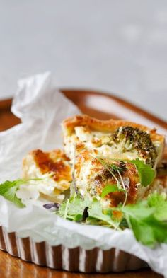 Broccoli and feta quiche // www. Savory Tart, Joko, Quiche, Feta, Broccoli, Cabbage, Sandwiches, Recipies, Tacos