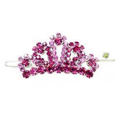 5- Le lendemain elle viendrait avec la couronne de sa petite fille, rose à brillants plastifiés et elle leur donnerait des petits vêtements qu'elle aura cousu spécialement pour eux.