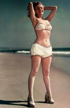 Marilyn Monroe, 1946.  Photographer: Joseph Jasgur.