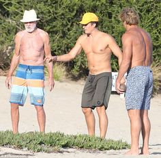 Shirtless Orlando Bloom catches some rays in Malibu with surf legend Orlando Bloom, Hamilton, Hunks Men, Big Waves, Hanging Out, Surfing, Hollywood, Beach, Swimwear