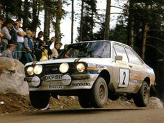ARI VATANEN, WITH CO-DRIVER DAVID RICHARDS, IN THE ROTHMANS FORD ESCORT RS1800 DURING THE 1981 ACROPOLIS RALLY Road Race Car, Off Road Racing, Race Cars, Ford Rs, Car Ford, Pajero Off Road, Ford Motorsport, Ford Escort, Escort Mk1