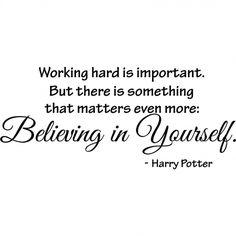 'Trabajar duro es importante. Pero hay algo que importa incluso más: CREER EN TI MISMO.' - Harry Potter
