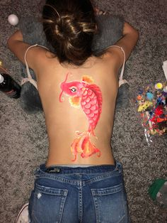 Fish back painting Painting with water based acrylic on girl's back of red fish Body Painting Tumblr, Paintings Tumblr, Leg Painting, Painting Of Girl, Skin Paint, Leg Art, Back Art, Body Art Tattoos, Canvas Art