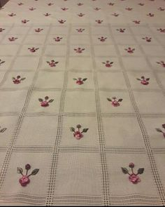 Bargello, Hand Embroidery, Cross Stitch Patterns, Diy And Crafts, Kids Rugs, Quilts, Blanket, Elsa, Homework