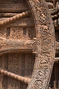 Carving details of a wheel at Konark Sun Temple, Orissa, India Indian Temple Architecture, India Architecture, Ancient Architecture, Ancient Myths, Ancient Art, Different Architectural Styles, Jain Temple, Amazing India, Krishna Art
