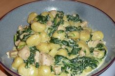 Gnocchi with chicken, spinach and cheese cream sauce - Gnocchi with chicken, spinach and cheese cream sauce - Gnocchi, Czech Recipes, Ethnic Recipes, Spinach And Cheese, Spinach Stuffed Chicken, Potato Salad, Good Food, Food And Drink, Healthy Recipes