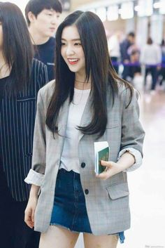 I wish i would have such a style Fashion Korean Kpop Inspired Outfits Red Velvet 23 Ideas Don't Wait Korean Airport Fashion, Korean Fashion Kpop, Kpop Fashion Outfits, Korean Outfits, Fashion 2018, Asian Fashion, Trendy Fashion, Girl Fashion, Girl Outfits