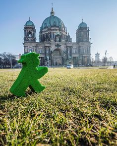 Sun is shining and I'm sure enjoying it! :) #LittleGreenMan #AmpelmannWorld #FollowAmpelmann #ampelmannLifestyle #Berlin