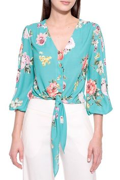Blusa Crepe Floral Sophie Skirt Fashion, Hijab Fashion, Fashion Dresses, Blouse Styles, Blouse Designs, Going Out Shirts, Summer Blouses, Work Blouse, Blouse Vintage