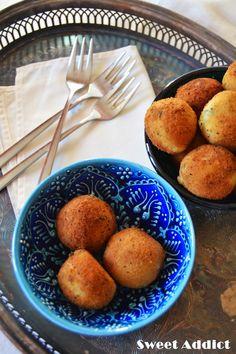 Croquetas de queso azul y manzana: http://www.sweetaddict.es/2014/12/croquetas-de-queso-azul-y-manzana.html