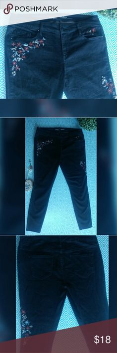Mossimo denim embroidered curvy skinny jeans Mossimo denim embroidered curvy skinny jeans  - these jeans feature floral embroidery on the front inside of the jeans these jeans have super stretchy material are more like jeggings with Jean material and have frayed bottoms  - these are gently used jeans under show signs of wear such as some of the strings I had these for a day and realize they did not fit but no longer have the tags *still in stores COMES FROM A DOG AND SMOKE FRIENDLY HOME…