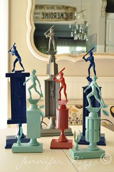 DIY spray paint all the old trophies. Great idea to use old trophies and use for little boys room. Old Trophies, Baseball Trophies, Sports Trophies, Diy Spray Paint, Spray Painting, Matte Painting, Derby Party, Looks Cool, Oeuvre D'art
