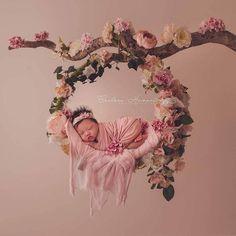 Chelsea Haworth Photography added a new photo. Foto Newborn, Newborn Baby Photos, Newborn Shoot, Newborn Pictures, Baby Girl Newborn, Cute Babies Photography, Newborn Photography Poses, Children Photography, Photography Photos