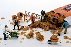 miniature photography - small world and tiny people Crumby Job Miniature Photography, Toys Photography, Creative Photography, Little People Big World, Photo Macro, Miniature Calendar, Art Du Monde, Tiny World, Miniature Figurines