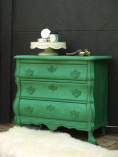 Flitsend buikkastje; Verde Industial afgewerkt met Marron Wax alles van Anne's shabby paint