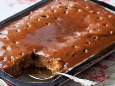 Sticky+Toffee+Pudding+—+Most+Popular+Pin+of+the+Week After Anne bakes the cake for this decadent and sweet dessert, she pokes holes on top so her toffee sauce can seep in throughout. British Desserts, Pudding Recipes, Cake Recipes, Dessert Recipes, Köstliche Desserts, Delicious Desserts, Health Desserts, Cheesecakes, Food Network Recipes