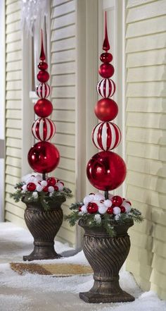 ** DIY Outdoor Christmas Topiary Made Out Of Extra Large Plastic Ornaments, By Drilling A Hole, Then Slide Onto A Dowel And Secure To A Styrofoam Ball Inside A Planter, Decorate With Ribbon And Fake Snow. Christmas Topiary, White Christmas Ornaments, Christmas Porch, Noel Christmas, Christmas Projects, Christmas Lights, Christmas Wreaths, Christmas Ideas, Christmas Garden