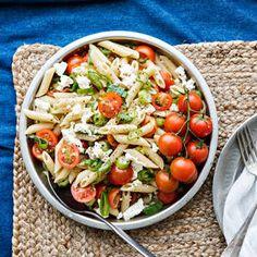 Kesäsipuli-tomaattipasta   K-Ruoka #pasta #tomaatti #kesäsipuli Pasta Salad, Cobb Salad, Kitchen Decor, Healthy Eating, Cooking Recipes, Chicken, Meat, Vegetables, Ethnic Recipes