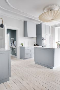 Classensgade - Anna Reventlow - Lilly is Love Stylish Kitchen Design, House Interior, Handcrafted Interior, Cheap Office Decor, Home Decor Items, Home Decor, Home Remodeling, Minimalist Decor, Interior Design Kitchen