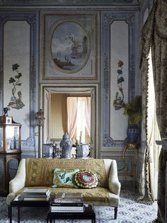 La Villa Valguarnera in Sicilia. {The most romantic place in Sicily} - Sicilian Places & Décor. French Interior, Classic Interior, Beautiful Interiors, Beautiful Homes, State Room, Italian Villa, Architectural Digest, Interiores Design, Interior And Exterior