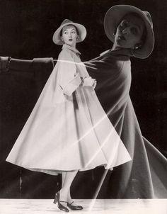Dovima for LIFE Magazine, 1946, photo by Gjon Mili