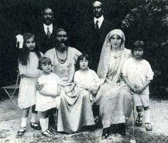 """Murshid, Begum, die Kinder, Kaheboob Khan und Musharaff Khan - aus dem Buch """"Es war einmal..."""" http://www.verlag-heilbronn.de/b%C3%BCcher/hidayat-inayat-khan/es-war-einmal-erinnerungen-an-meine-geliebte-eltern/"""