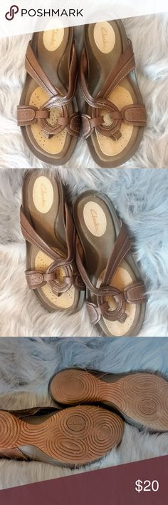 5c7c83f8a8012 Clarks Brown Sandal Leather Toe Ring 6M Gently worn Brown Clarks Sandal EUC  6M Clarks Shoes