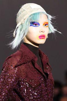 Fall, Winter 2017 Makeup Trends by CoverGirl Artist Pat McGrath Foto Fashion, Fashion Models, Fashion Beauty, Fashion Show, Fashion Design, Timeless Fashion, Fashion News, Pat Mcgrath, Makeup Trends 2017