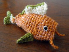 Fish turns inside out to become a piece of sushi. More pictures on the ravelry page http://www.ravelry.com/patterns/library/fish-to-sushi-amigurumi . Free pattern!