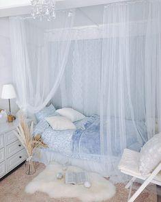 Small Room Design Bedroom, Bedroom Decor For Teen Girls, Room Ideas Bedroom, Home Decor Bedroom, Minimalist Room, Bedroom Layouts, Aesthetic Room Decor, Cozy Room, Apartment Interior