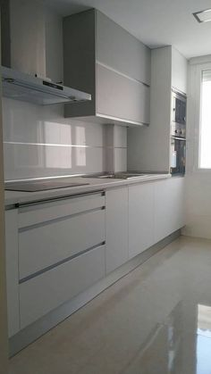 Cocina estilo minimalista: Cocinas de estilo minimalista de Potenciano Cocinas #Modernkitchencocinasmodernasminimalistas #casasminimalistasinteriores