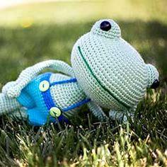 Phillip the Frog amigurumi crochet pattern by Crochet Olé