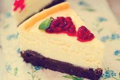 Malinový brownie-cheesecake