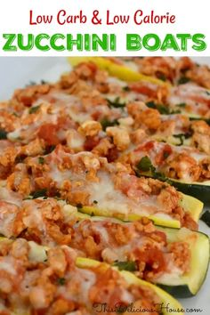 Healthy and Easy dinner! Don't miss these low carb and low calorie stuffed zucchini boats with ground turkey and parmesan cheese. calorie dinner Stuffed Zucchini Boats, Italian-Style - This Delicious House Low Calorie Sides, Low Calorie Dinners, Low Calorie Snacks, No Calorie Foods, Low Calorie Recipes, Healthy Dinner Recipes, Vegetarian Recipes, Snack Recipes, Low Carb