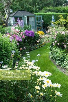 62 Amazing Fresh Frontyard and Backyard Landscaping Ideas If you wish to append to the landscape you love, make elegant changes in the garden you have, or you are start from scratch, we've got you covered - stauden - Flower Landscape, Landscape Design, Landscape Architecture, Back Gardens, Outdoor Gardens, Cottage Garden Design, Cottage Garden Borders, English Garden Design, Backyard Landscaping