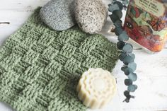 Welcome to the second installment of my washcloth pattern series!! (You can  find my first pattern for the super simple and oh so textured bean stitch  washcloth here)  The pattern for this washcloth is pretty awesome...  The basket weave stitch really makes it look like it's been woven someho