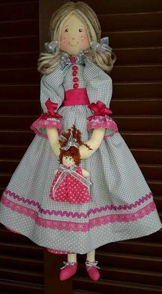 Boneca linda cinza e rosa