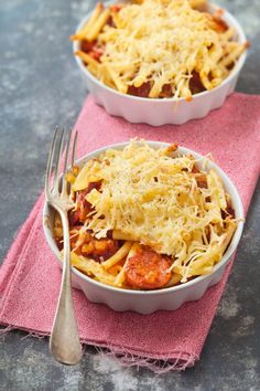Saucepan Recipes 70397 To change simple pasta during confinement, try this delicious gratin recipe with pasta and chorizo! Casserole Recipes, Meat Recipes, Slow Cooker Recipes, Pasta Recipes, Mexican Food Recipes, Cooking Recipes, Easy Dinner Recipes, Appetizer Recipes, Easy Meals