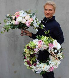 kompozycje ze sztucznych kwiatów z pracowni tenDOM.pl Funeral, Diy And Crafts, Floral Wreath, Garden, Spring Wreaths, Flowers, Shop Ideas, Door Wreaths, Inspiration
